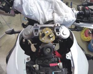 BMW F800GS - Scotts steering damper installation, albe's adv
